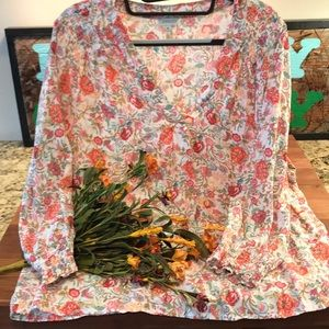 Beautiful Floral Top L/XL